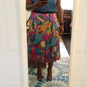Vibrant Abstract Print Pleated Skirt